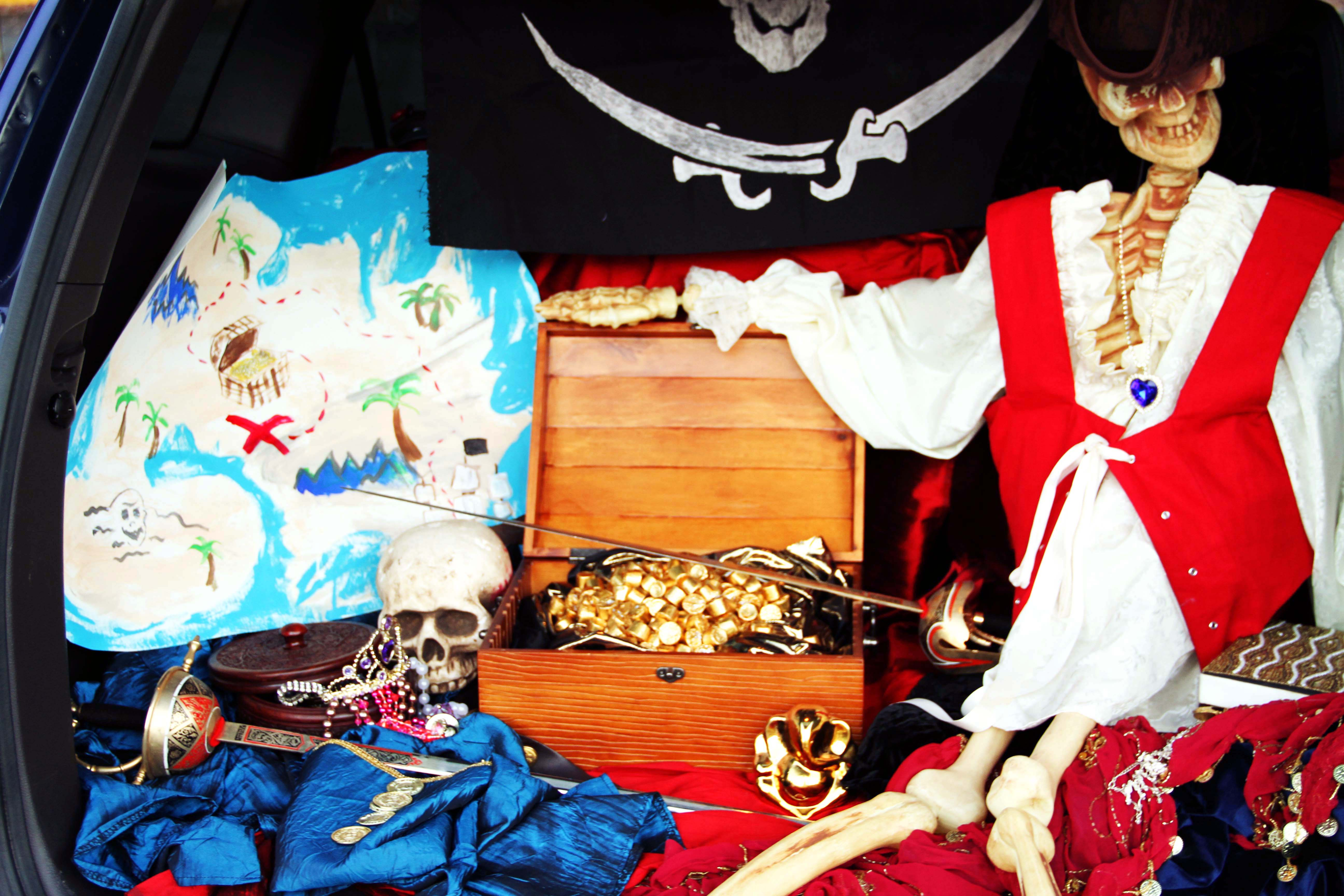 Pirate trunk 1