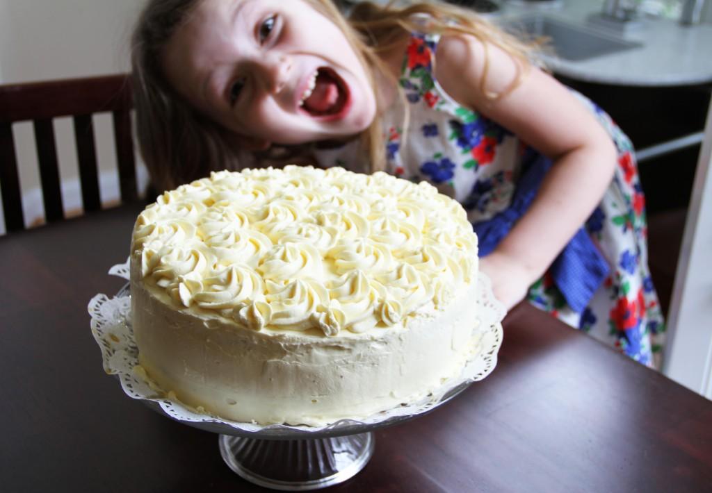 cake photo bomb