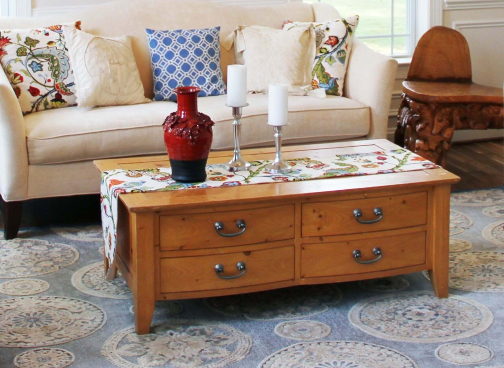DIY Navy Coffee Table RefinishingPut That On Your Blog